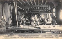 Thème  Métiers . Tapisserie.Tannerie.  37  Château Renault .  Atelier De Lissage       (voir Scan) - Artisanat
