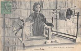 Thème  Métiers . Tapisserie.Tannerie. Soie   Asie Travail De La Soie. Le Bobinage          (voir Scan) - Artisanat