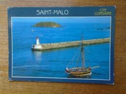 Saint-malo , Vieux Gréement Devant Le Grand Môle Et Le Grand Bé - Saint Malo