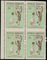 ** DOMINICAINE - Poste - 699, Bloc De 4 Bdf, Non Dentelé Horizontal (1 Feuille Connue), 2 Ex. Points Jaunes: 5c. Basket - Dominikanische Rep.