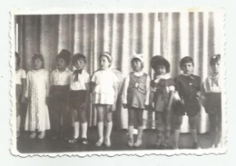 Boys And Girls Pose For Photo A369-253 - Personnes Anonymes