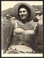Pretty Bikini Woman On Beach Old Photo 9x12 Cm #29269 - Personnes Anonymes