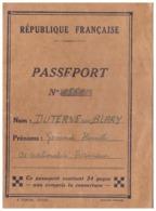 PASSEPORT N° 1561 - RF - DELIVRE A BADEN BADEN  1946  -TAMPON PONT DU RHIN - Documents