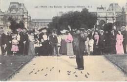 PETITS METIERS à PARIS : Aux Tuileries - LE CHARMEUR D'OISEAUX - Jolie CPA Colorisée - Seine - Petits Métiers à Paris
