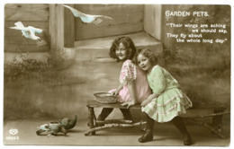 PRETTY GIRLS : GARDEN PETS - FEEDING BIRDS / POSTMARK - WALSHAM LE WILLOWS, SUFFOLK / POSTAGE DUE - 1d - Portraits