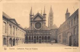 TOURNAI - Cathédrale.  Place De L'Evêché - Doornik
