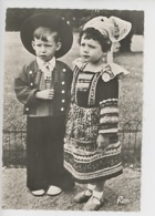 En Bretagne : Jeunes Enfants En Costume De Fête (cp Vierge N°1570 Rema) - Sonstige Gemeinden