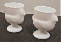 *2 FRENCH MILK GLASS EGG-CUPS * Figuring Chicken - Geschirr, Gläser & Besteck