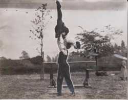 TWO CLEVER GIRL ATHLETES AT BIRMINGHAM   21*16CM Fonds Victor FORBIN 1864-1947 - Photos