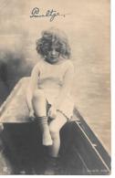 Small Girl In Rowboat, Petite Fille En Barque,Kleines Mädchen Im Ruderboot, Ragazza - Portraits