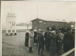 Nidden V. 1934  Personen Warten Auf Die Fischkutter   (57852) - Lithuania