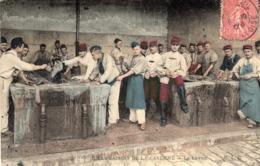 LES PLAISIRS DE LA CASERNE - Le Lavoir - Militaria