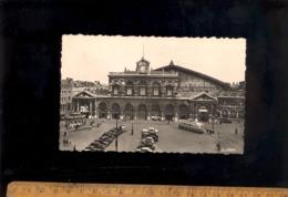 LILLE Nord 59 : La Gare Ferroviaire Sncf  1951 / Tramway Tram Automobiles Kiosque Delespaul Chocolat - Lille