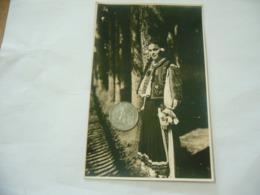 FOTO COSTUME TRADIZIONALE CONTADINO CONTADINA MOLDAVIA ROMANIA CM.12X18-20 - Mestieri