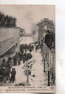 Ay -    Une  Barricade  Dans  Les  Rues -   Les  établissements  Geldermann. - Ay En Champagne