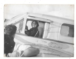 Photo Femme Dans AVION, Thème Transport , Aviation, Avion, - Aviation