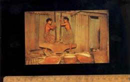 Asie Indonésie Dayak Jeune Femme Nue Nu Sein Seins Nus Nude Breast Indonesian Young Woman Girl Ponding Rice - Asie