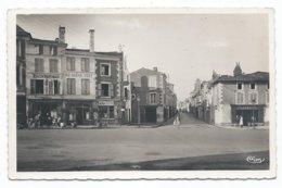 SAINT MAIXENT ( 79 - Deux Sèvres ) - Avenue Gambetta Et Rue Georges Clémenceau ( Animée , Personne ) - TTB Etat - Saint Maixent L'Ecole
