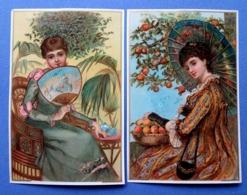 2 CHROMOS LITHOGRAPHIES  ....FORMAT CARTE POSTALE.......FEMME ÉLÉGANTE....ÉVENTAIL...PARASOL - Autres
