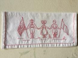MILITARIA -  Pochette Brodée - Enveloppe De Serviette De Table - - Vintage Clothes & Linen