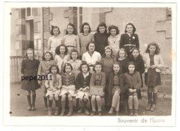 Photo De Classe 18 Cher PREVERANGES Classe Des Filles En 1946 - Elèves - Institutrice - Format 13 X 18 Cm - Photos