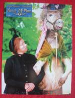 6 Photos Du Film Nanny Mc Phee (2005) - Albums & Collections