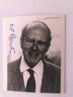 Max Perutz Nobel Prize Photo Autograph Hand Signed 10x15 Cm - Fotos Dedicadas