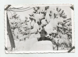 A Man In The Snow A371-253 - Personnes Anonymes