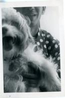 Homme Man Chien Pet Dog Close-up Cadrage Half Composition Petit Berger à Poils Longs - Personnes Anonymes