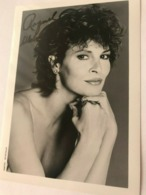Raquel Welch Actress Photo Autograph Hand Signed 12x17 Cm - Fotos Dedicadas