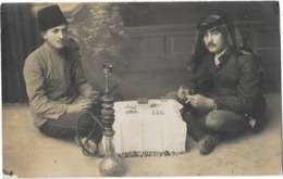 HOMS (Syrie) Carte Photo Jouers De Cartes Fumeurs De Narguilé Gros Plan 1922 - Syria