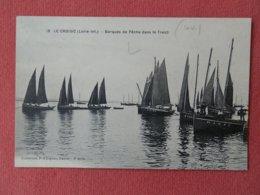 Dep 44 , Cpa Le CROISIC , 18 , Barques De Peche Dans Le Traict (211) - Le Croisic