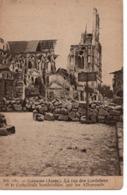 SOISSONS - LA RUE DES CORDELIERS ET LA CATHÉDRALE BOMBARDÉES PAR LES ALLEMANDS - Soissons
