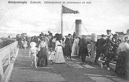 Blankenberghe - Blankenberge - Estacade Débarquement De Promeneurs En Mer  (animation, Carte Lux) - Blankenberge