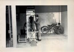 AÑOS 50 / ASTURIAS - CONCESIONARIO MOTO GUZZI , MOTOCICLETA , MOTO , MOTORCYCLE , MOTORRAD - ANTIGUA FOTOGRAFIA ORIGINAL - Fotos