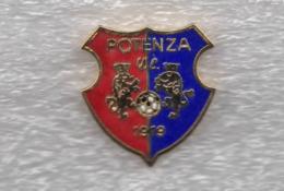 S.C. Potenza Calcio Rossoblu Distintivi FootBall Soccer Pins Spilla Italy Riconio - Calcio