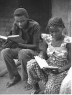 Photo R. Centrafricaine. Jeune Ménage Chrétien Participant à Une Veillée Biblique 1980  Photo Vivant Univers - Afrika
