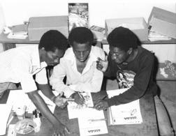 Photo R. Centrafricaine. Bangui L'équipe De La BD Locale TATARA 1980  Photo Vivant Univers - Afrika