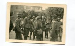 Photo Originale  Format : 95*65 Mm  Militaires Soldats Allemands Et Prisonniers   A VOIR  !!! - Guerre, Militaire