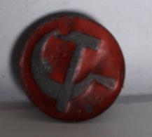 BT20  No Pin's RUSSIE Parti Communiste Mockba Moscow Urss Cgt Marteau Faucille 2 Photos - Army