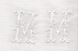 NAPPE ANCIENNE MONOGRAMME  M M   DAMASSEE - Vintage Clothes & Linen