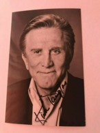 Kirk Douglas Photo Hand Signed Inscribed 10 X 15 Cm And Envelope - Fotos Dedicadas