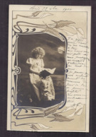 CPA Enfant Jolie Fillette Très élégante Robe Longue Livre - Frise Art Nouveau Arum 1900 - Pretty Girl Photo - Portraits