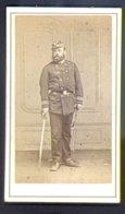 PHOTOGRAPHIE CDV - EPOQUE NAPOLEON III - CAPITAINE EN UNIFORME - PHOTOGRAPHE : Paul ROUSSEL - Guerre, Militaire
