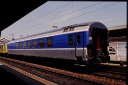 Photo Diapo Diapositive Slide Train Wagon Voiture Spéciale SNCF Le 21/06/2000 VOIR ZOOM - Diapositives (slides)