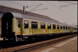 Photo Diapo Diapositive Slide Wagon Voitures Voyageurs Nouveaux Trains SNCF Le 21/06/2000 VOIR ZOOM - Diapositives (slides)
