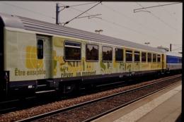 Photo Diapo Diapositive Slide Wagon Voitures Voyageurs Nouveaux Trains SNCF Le 21/06/2000 VOIR ZOOM - Dias