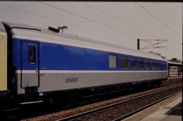 Photo Diapo Diapositive Slide Train Wagon Voitures Spéciale SNCF Le 21/06/2000 VOIR ZOOM - Diapositives (slides)