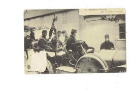 Cpa Militaria - GUERRE 1914 - 1915 - Mitrailleuse Automobile Pour Tir Contres Les Aéroplanes - Soldat - 112 - Ausrüstung