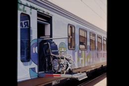 Photo Diapo Diapositive Slide Wagon Voitures Nouveaux Trains SNCF Avec Elévateur Pour Handicapés Le 21/06/2000 VOIR ZOOM - Dias